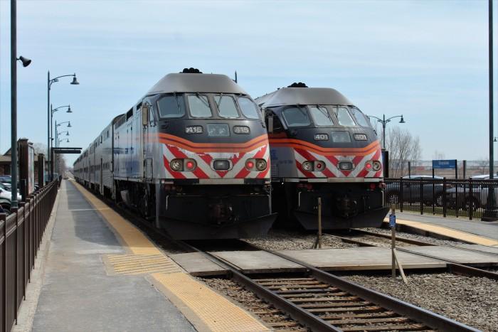 Metra_415_MDN_Train_2136_Metra_401_MDN_Train_2115_Grayslake.JPG