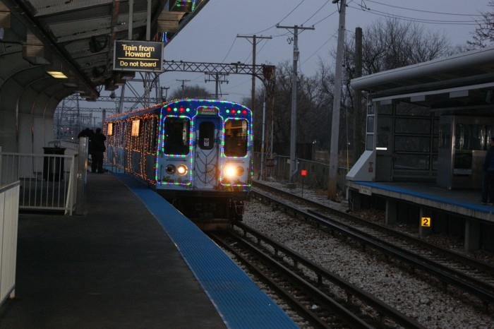 CTA_HOLIDAY_TRAIN_ARRIVING_FROM_HOWARD_AT_SKOKIE_TERMINAL.JPG